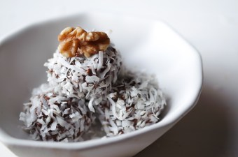 Baller Breakfast: Low Carb Fudgy Coconut Protein Balls