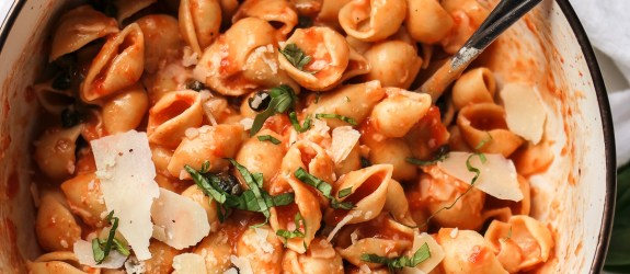 Easy Roasted Red Pepper Sauce with Fried Capers & Chickpea Pasta