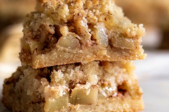 Sneaky Apple Crumble Bars 🍎 {Keto Friendly & Gluten Free}