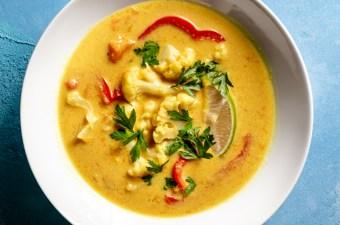 Light & Creamy Cauliflower Curry Soup