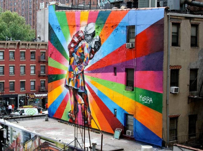 street-art-Eduardo-Kobra's-mural-of-Alfred-Eisenstaedt's-photo-Day-in-Times-Square-Chelsea-NYC-USA