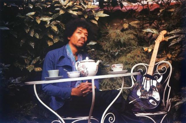 hendrix-pours-tea