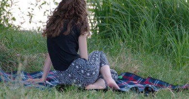 Girl Young Curly Hair Seated  - Candid_Shots / Pixabay