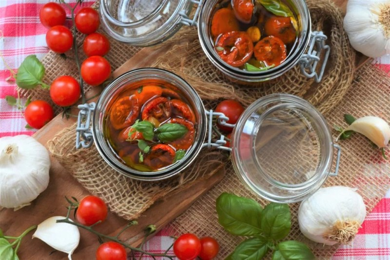 Tomatoes Oil Herbs Cook Dry Oven - RitaE / Pixabay