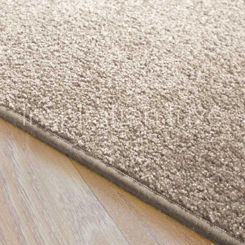 tapis sur mesure beige clair rectangulaire ou carre fin