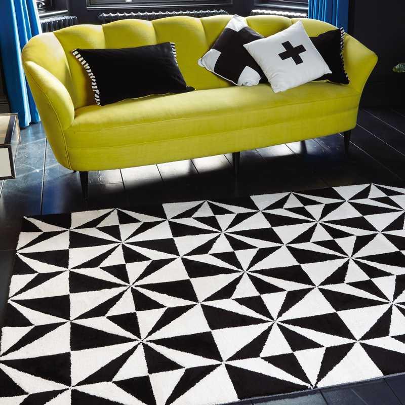 tapis design bicolore noir et blanc a motifs geometriques
