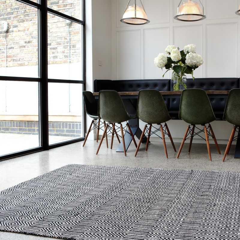 tapis moderne noir et blanc tisse main en coton et laine
