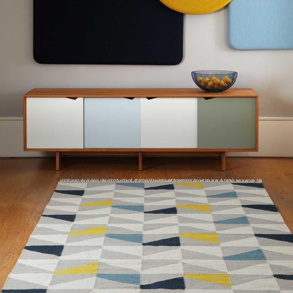https www inspiration luxe com tapis design jaune 1176 tapis design type kilim tisse main gris jaune et bleu html