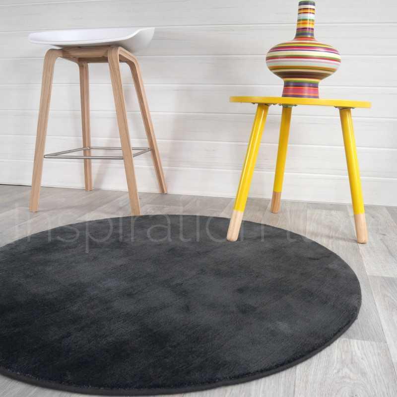 tapis rond gris anthracite en viscose par inspiration luxe editions