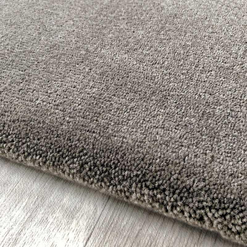 tapis haut de gamme sur mesure taupe aspect laine
