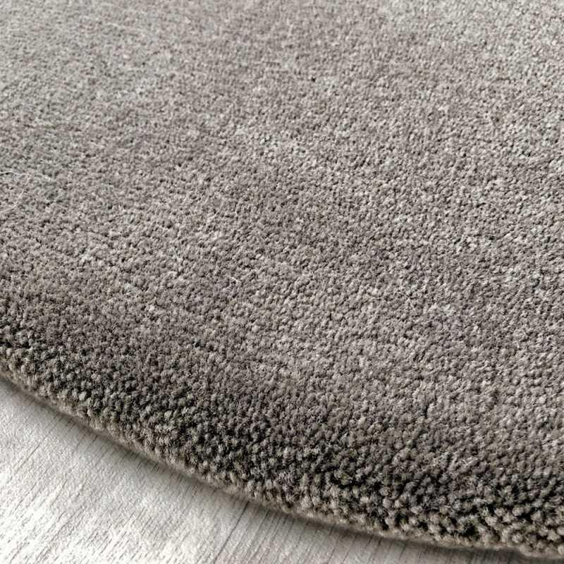tapis rond sur mesure haut de gamme taupe aspect laine