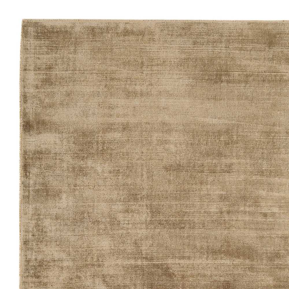 tapis de prestige beige ocre en viscose effet legerement dore tisse a la main