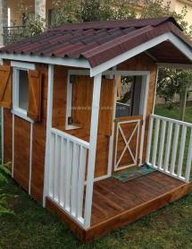 Pallet Playhouse Projects Diy Motive