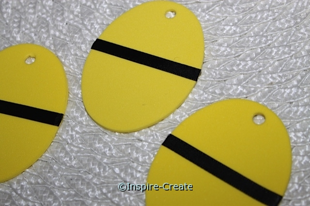 add black ribbon to yellow egg with glue lines