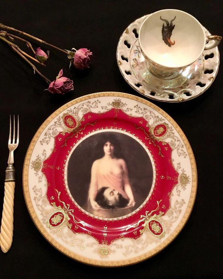 5. This is perfect for all of those morbid souls out there who would love to see someone's head on a platter.