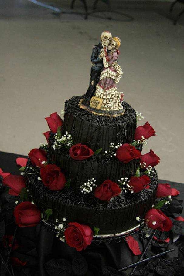 5 Halloween Wedding Cakes That are More Stunning Than Spooky  Inspired Bride