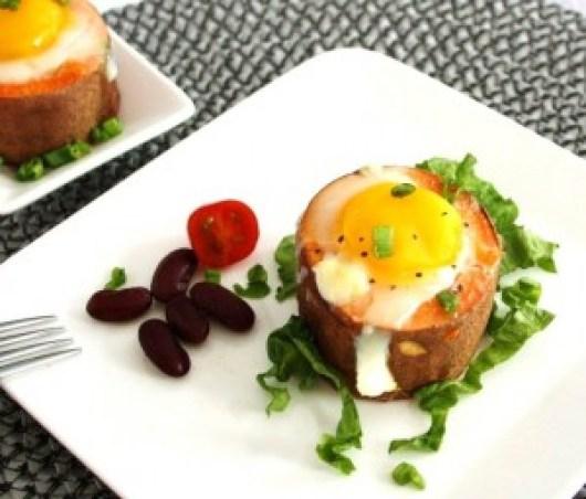 Succulent Baked Eggs In Sweet Potato: vegetarian Paleo diet