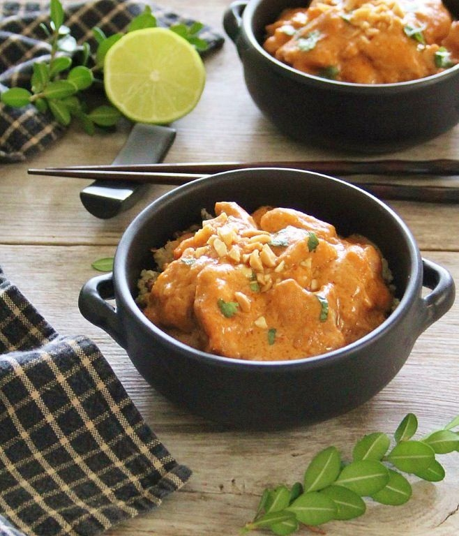 simple & delicious crockpot peanut chicken
