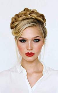 20 Perfect Christmas Hairstyle Ideas For You  Inspired Luv