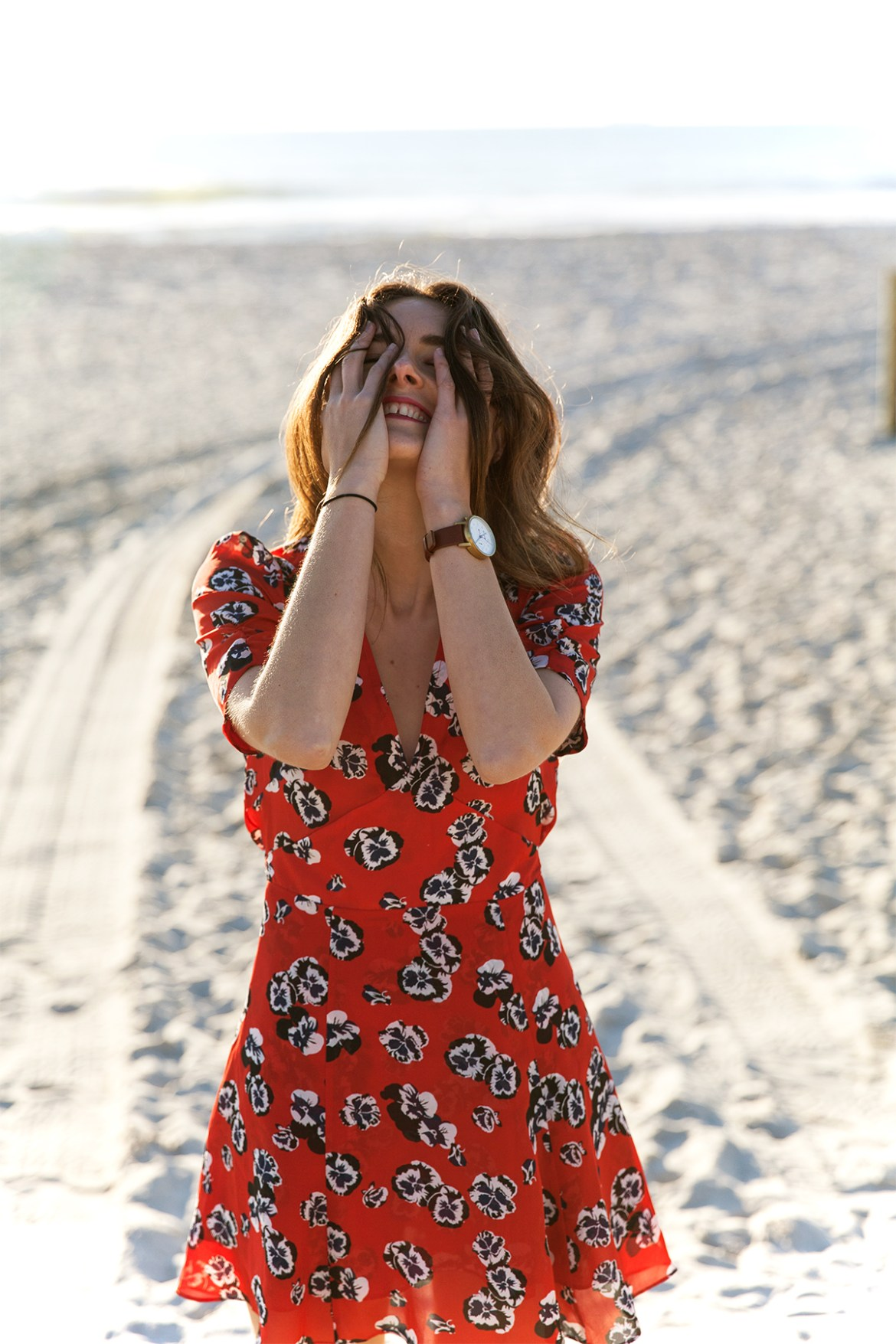 Realisation Par Ozzie dress in red Pansy print worn by Inspiring Wit fashion blogger Jenelle at the beach