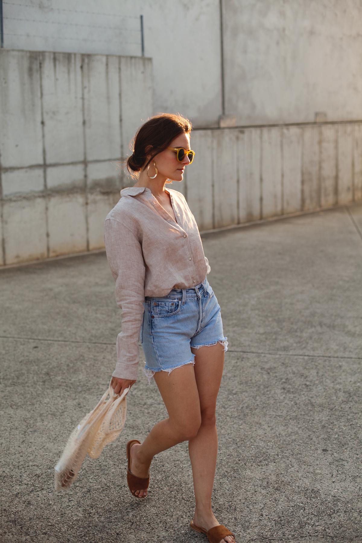Inspiring-Wit-Uniqlo-Premium-linen-shirt-beige-Levis-shorts
