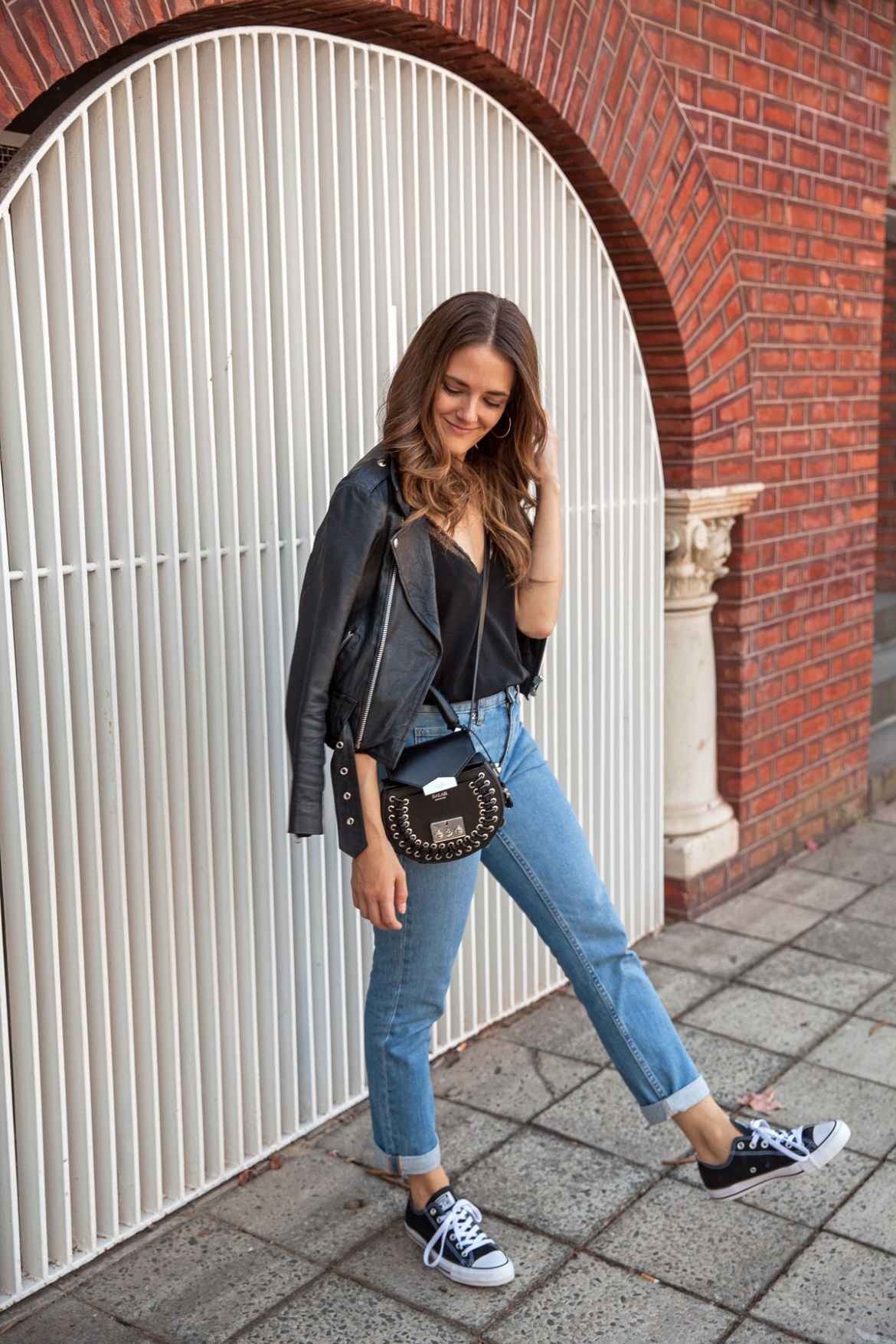 Everlane boyfriend jeans worn by Australian fashion blogger Jenelle from Inspiring Wit with leather jacket, Converse, casual look with Salar bag