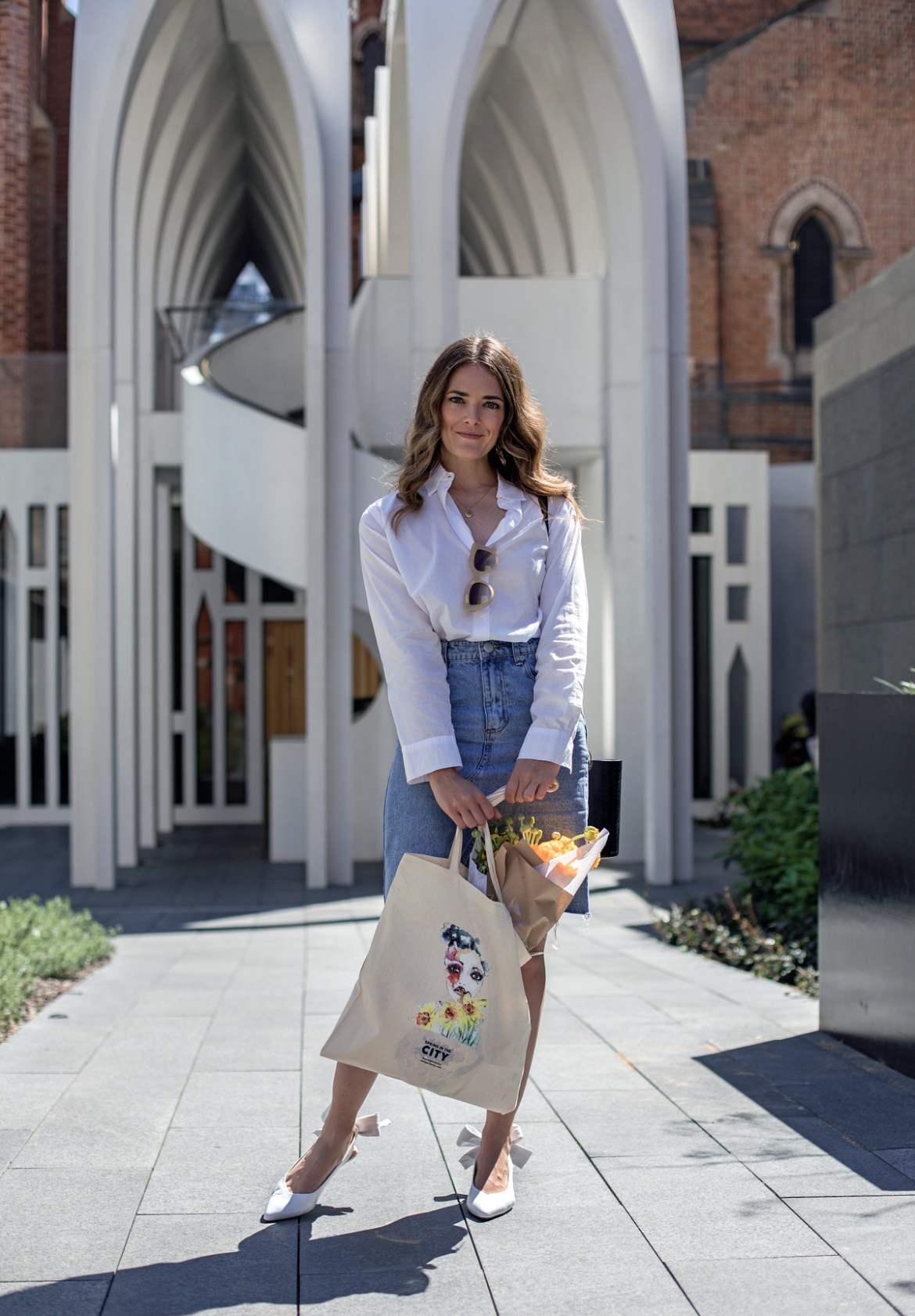 Jenelle Witty from Perth blog Inspiring Wit with one of the City of Perth Spring in the City tote bags