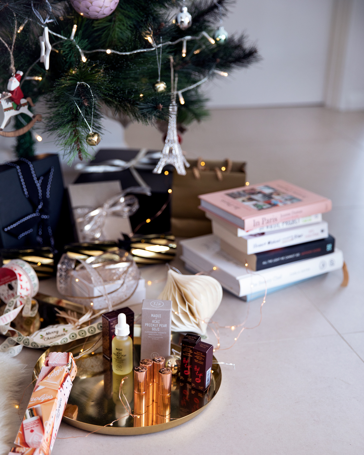 2018 Christmas gift guide Inspiring Wit blog featuring women's and lifestyle gift ideas underneath the Christmas tree