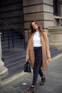 fall outfit idea with camel coat and 90s style light black jeans worn by Inspiring Wit fashion blogger Jenelle Witty