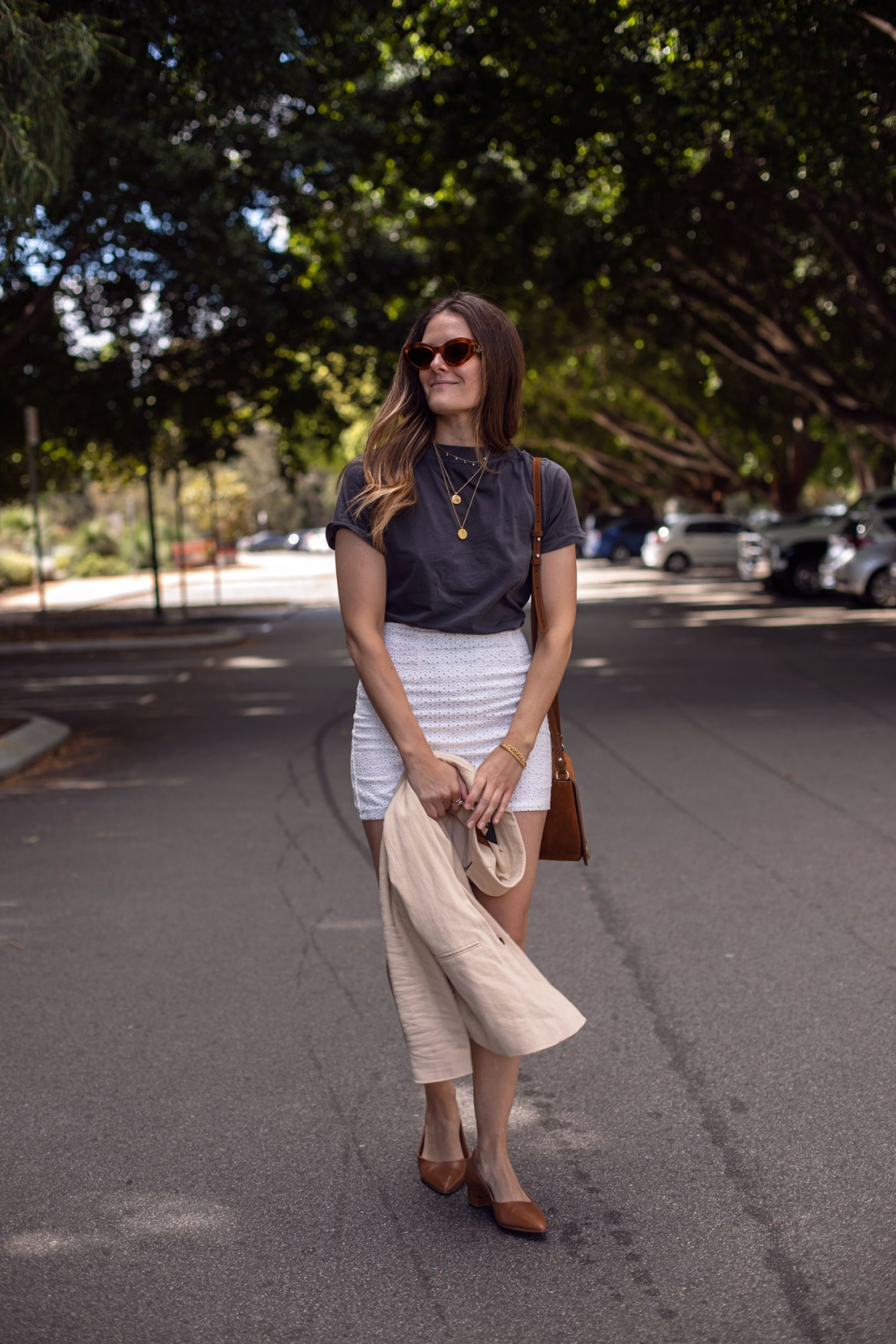casual outfit with white mini skirt idea