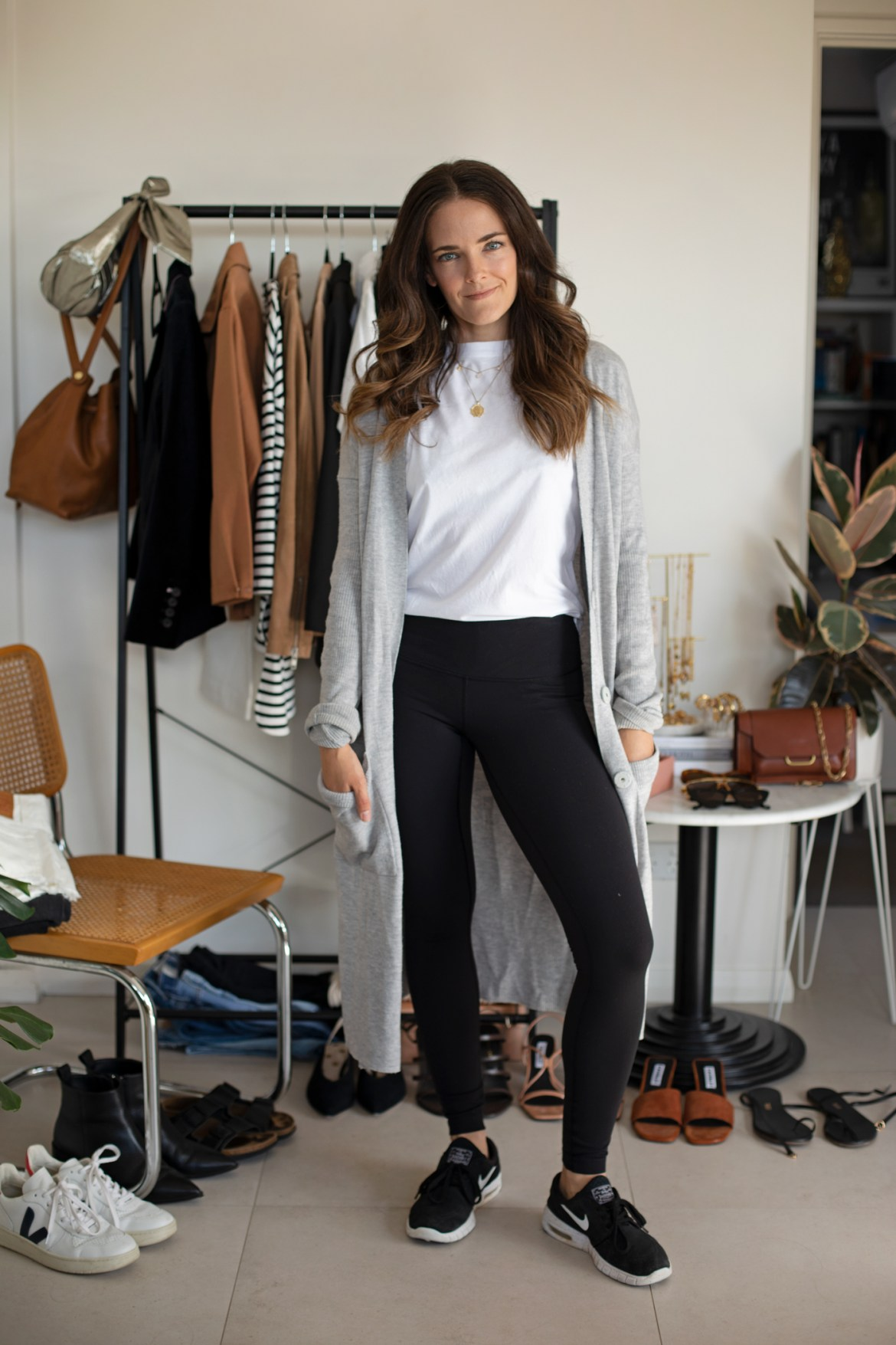 Lululemon leggings outfit from the 7 ways 7 days at home outfit ideas for a week at home in ISO styling video on IGTV @inspiringwit