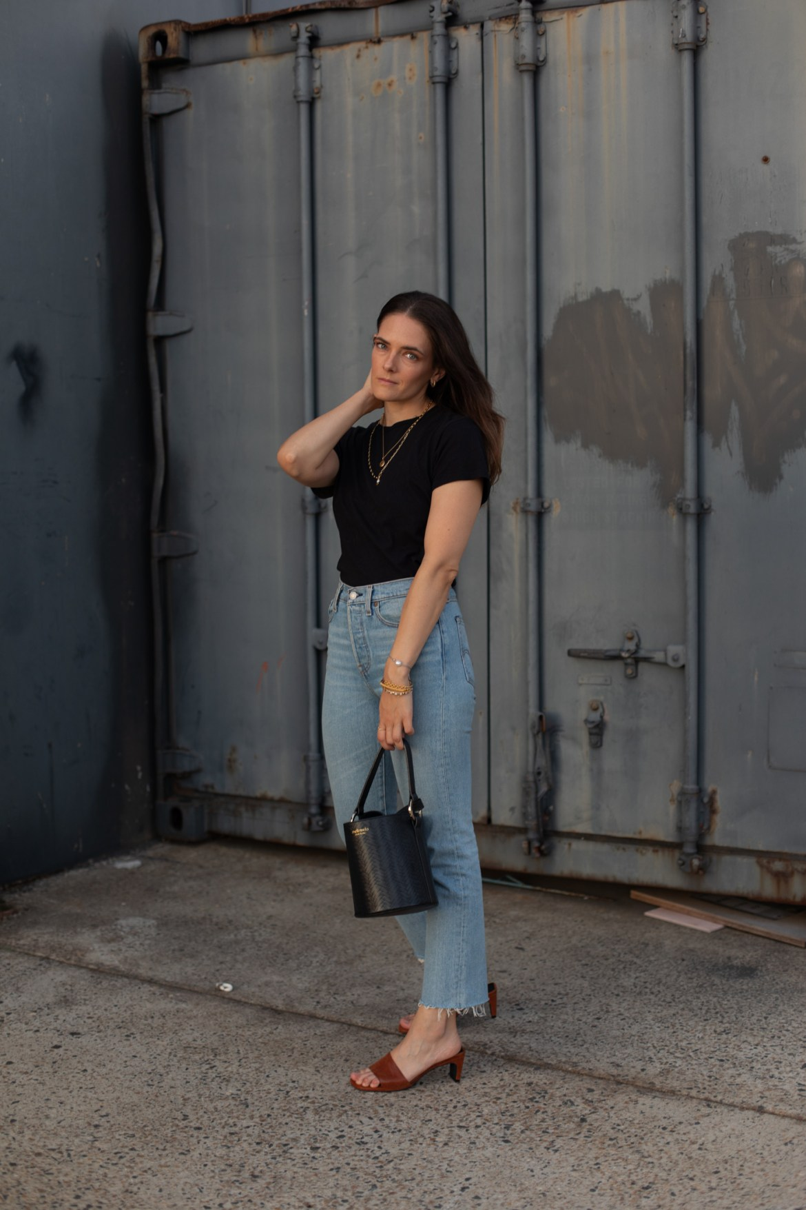 a few tips for styling jeans and tee outfits in new ways