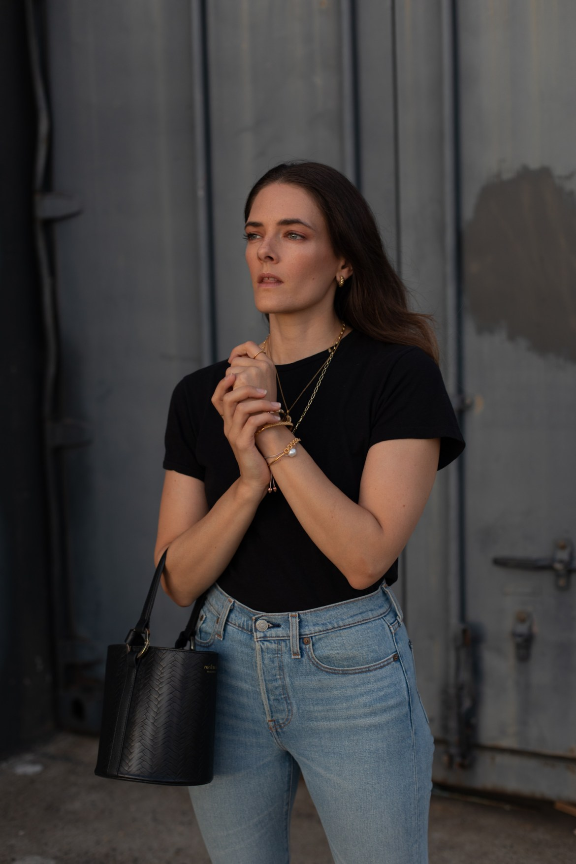 tips for dressing up a simple jeans and tee outfit