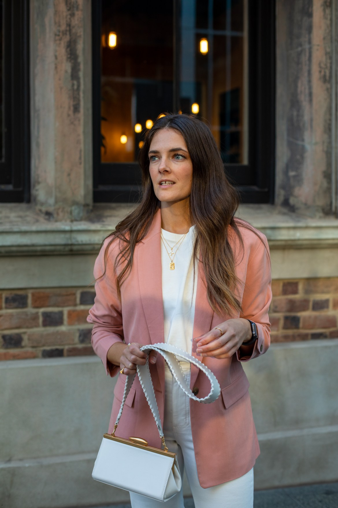 Dusty pink blazer worn with white handbag for a chic fall or spring outfit ready for the office or a weekend brunch