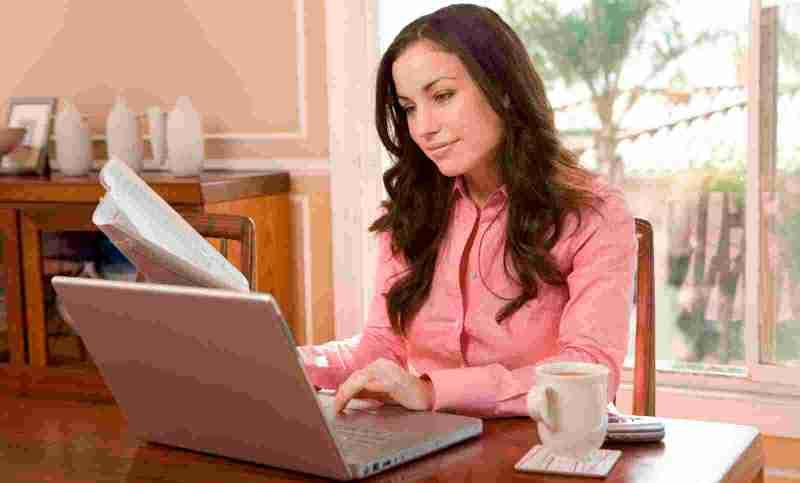 woman-at-computer-01 - InspireWomenSA