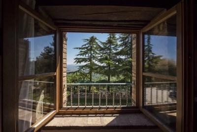 barandas de fierro y ventanas
