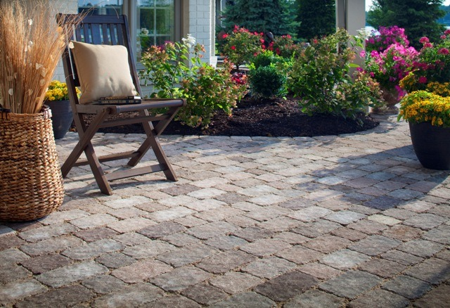 How to Maintain Paving Stones and Keep Them Beautiful