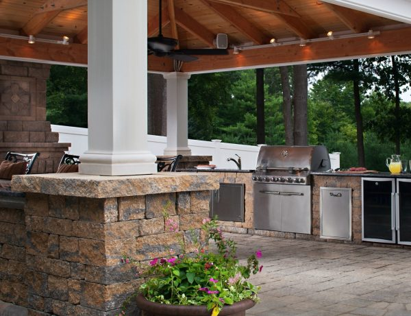 outdoor kitchen covered patio Outdoor Kitchen Trends: 9 HOT Ideas For Your Backyard