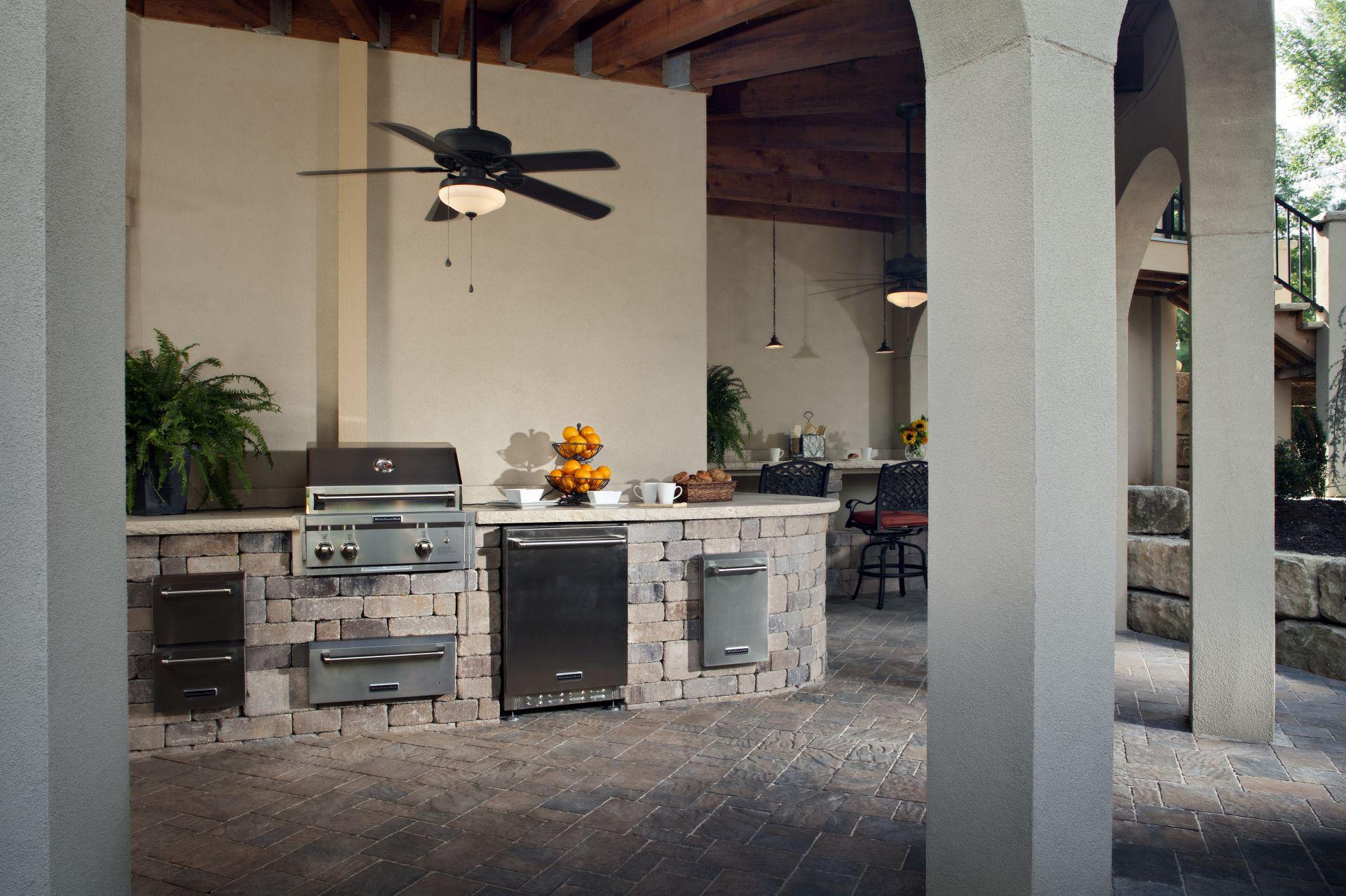 10 outdoor kitchen lighting ideas