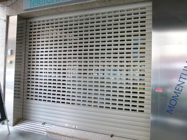 puerta aluminio seguridad enrollable local