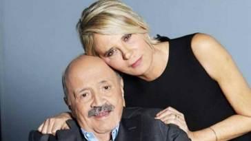 Maurizio Costanzo, Maria de Filippi incredula: 'Li nascondeva nel porta occhiali'