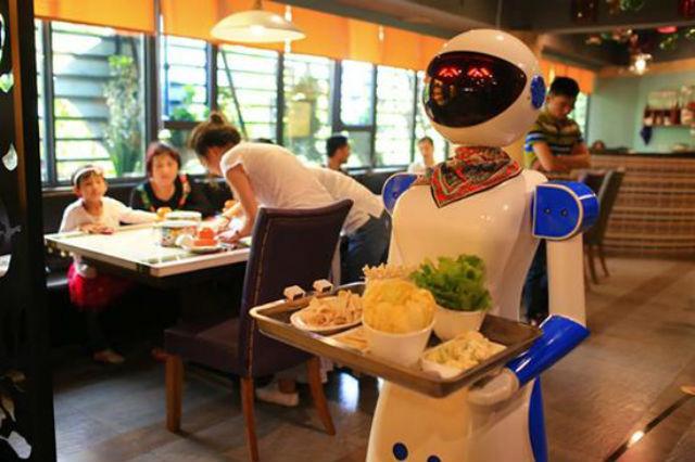 china-robot-waiter-guangzhou