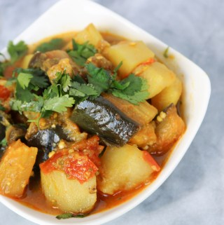 EGGPLANT NU SHAAK IN THE INSTANT POT (Eggplant & Potato Curry)