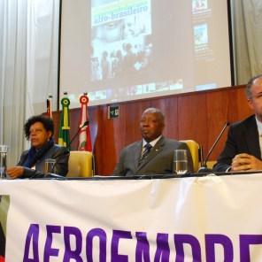 Matilde Ribeiro, secretária de Igualdade Racial de São Paulo, ex-ministra da SEPPIR/PR, João Carlos Borges Martins, presidente do CEABRA/SP, e o deputado federal Vicente Cândido (PT/SP)