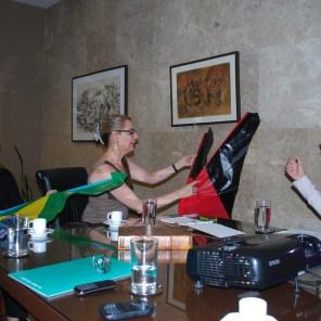 Entrega das bandeiras da provincia de Shandong e do Brasil