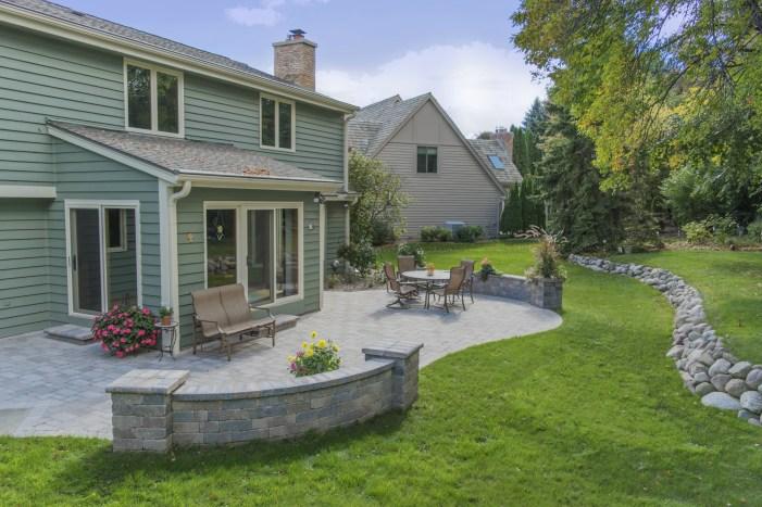 Waukesha Landscaping, retaining wall builder, brick patio installer