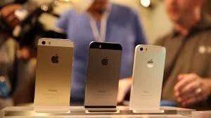 iPhones sendo comprados nas lojas americanas.