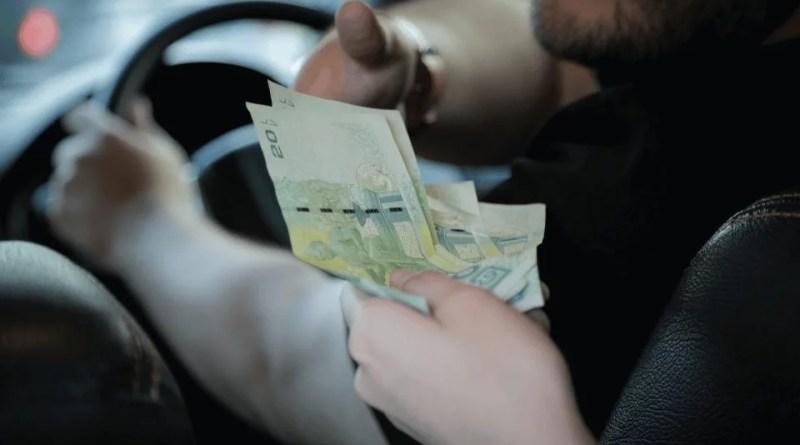 Pagar com dinheiro no Uber agora é possível no Brasil Fonte: vivoseudinheiro