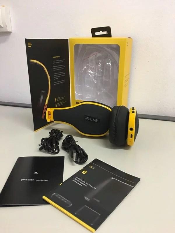Kit que vem na caixa do Pulse PH151 composto do fone, manuais, cabo p2 e um cabo mini USB para recarregar o headset