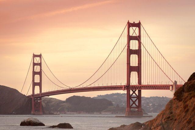 sea-city-mountains-landmark